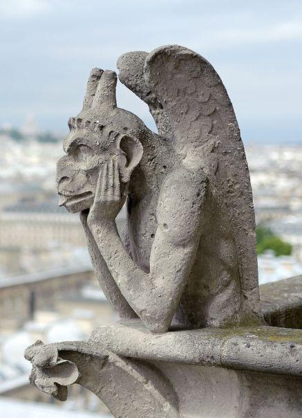 800px-Chimera_of_Notre-Dame_de_Paris,_26_April_2014